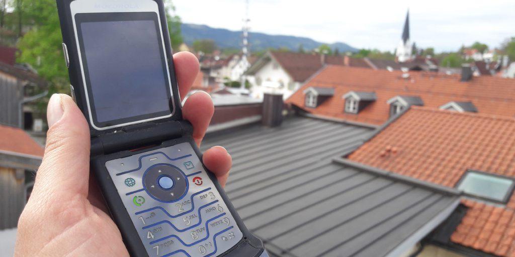 Elektromagnetische Wellen sind als Folge von Sendern, Handys, drahtlosen Netzwerken und verschiedenen Funkdiensten inzwischen allgegenwärtig.