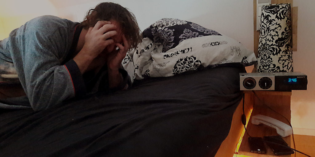Elektrosmog kann zu vielen Problemen führen. Schlaflosigkeit ist eines davon.